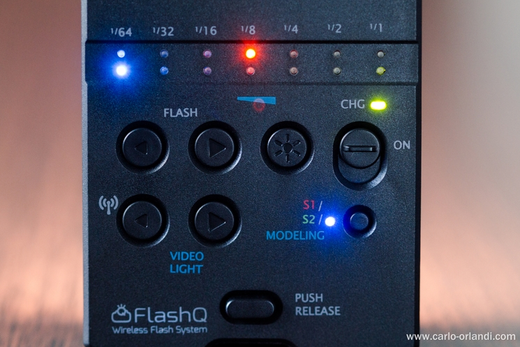 Il retro del FlashQ Q20 con i pulsanti di controllo.