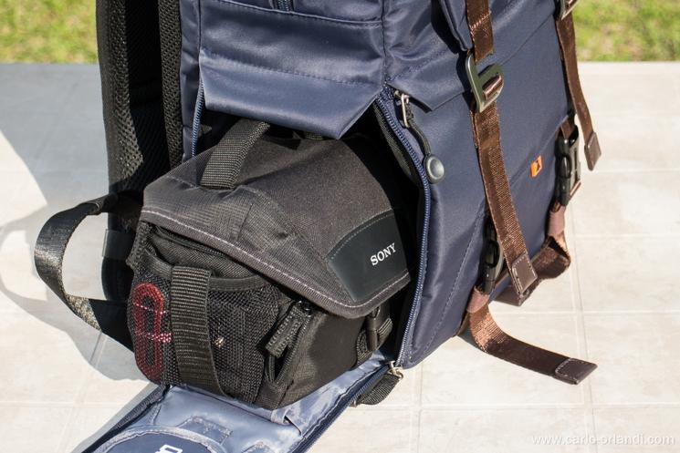 Il compartimento laterale utilizzato con una borsetta invece della custodia morbida inclusa.