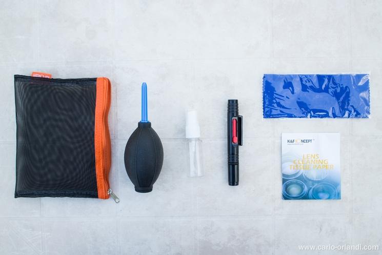 Il kit di pulizia incluso con lo zaino.