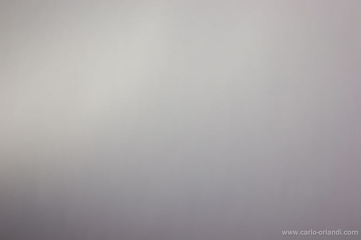 Fotografia a un foglio bianco per fare un bilanciamento personalizzato.