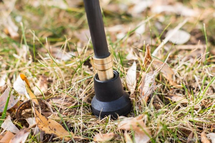 Il piedino in gomma incluso con il Padat Carbon 200 per utilizzare l'asse centrale come monopiede.